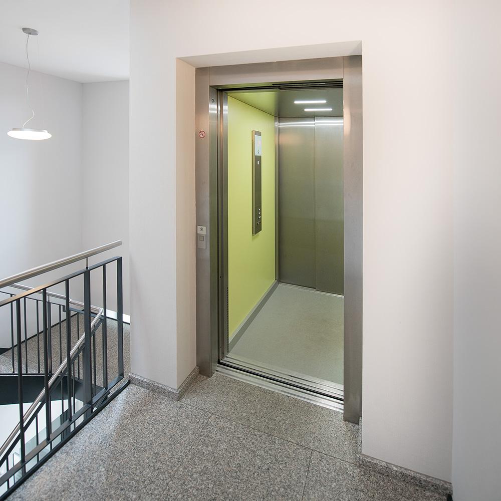 Fahrstuhl im Ärztehaus des Adlersaalgebäudes